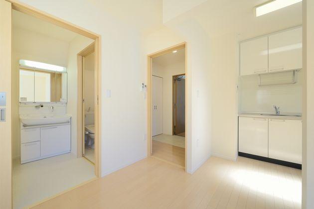 白を基調とした清潔感のあるお部屋です