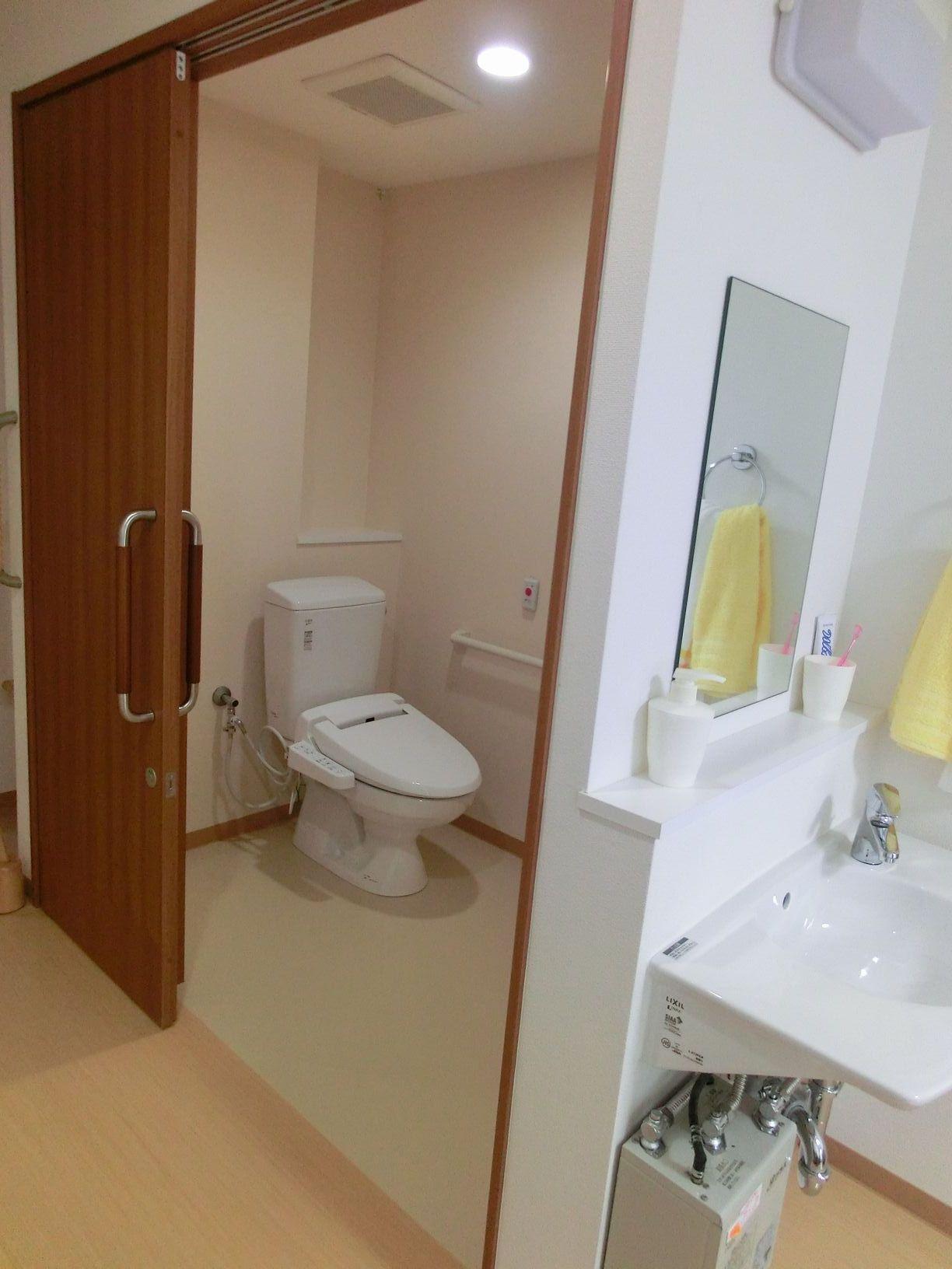 使いやすく配慮されたトイレです。