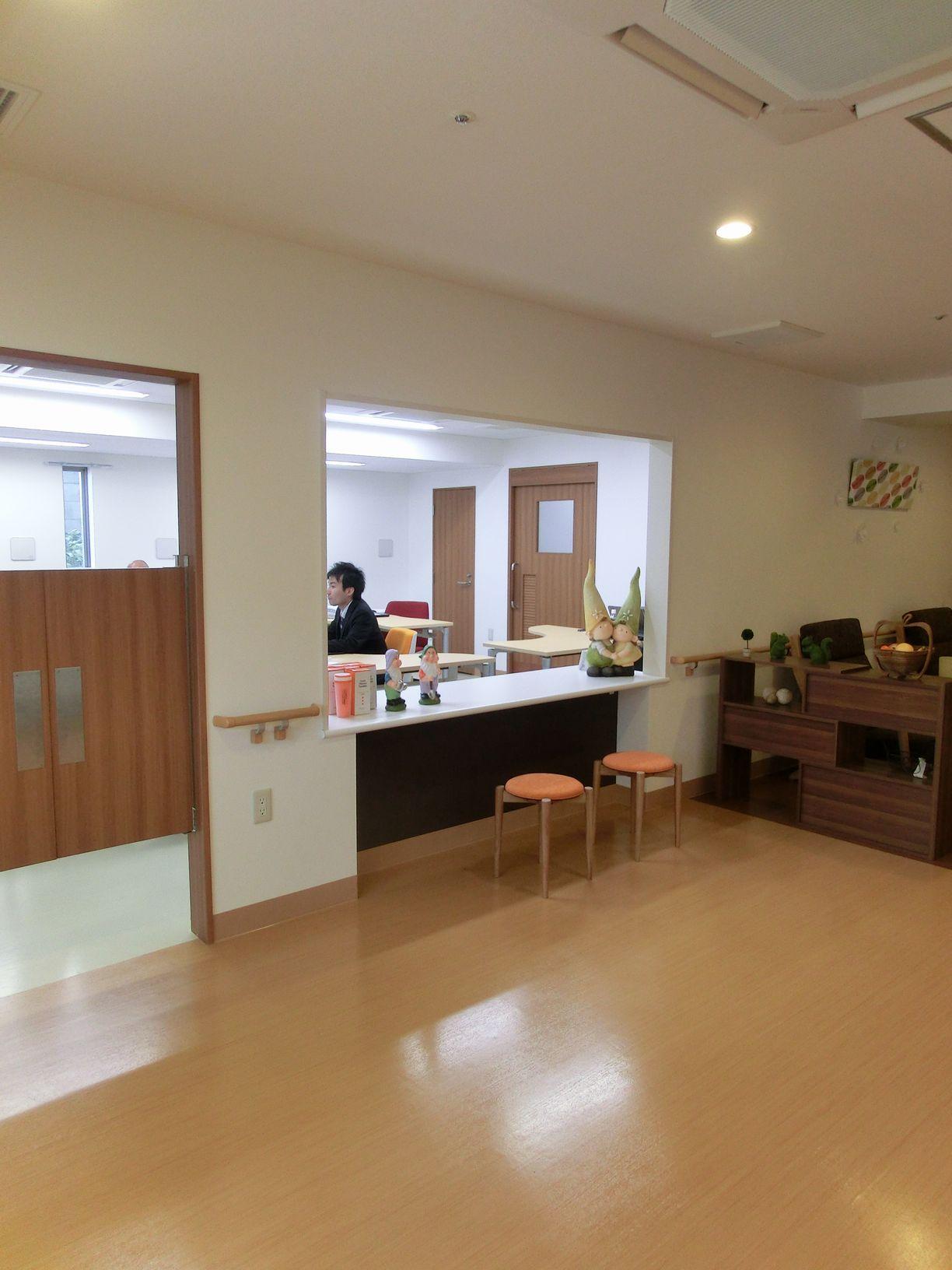 フロントにはスタッフが常駐しております。