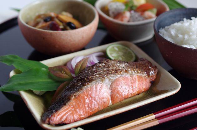 和食の定番の鮭定食