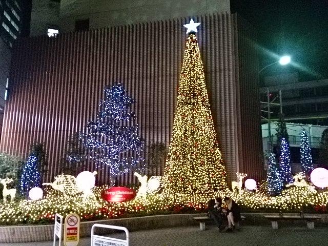 クリスマスソングが流れる千葉そごう前