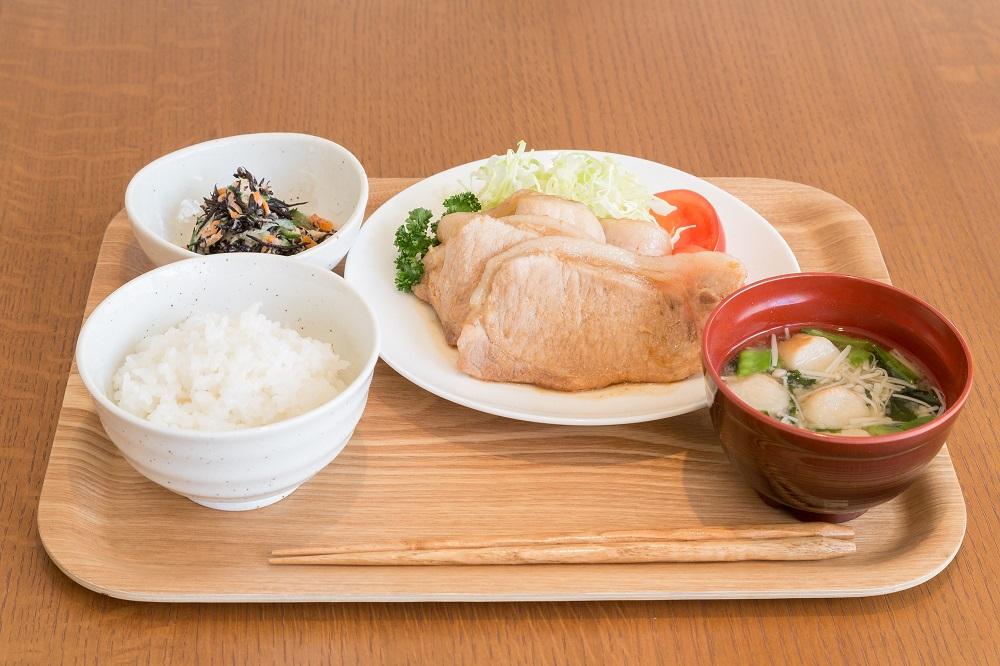 生姜焼き定食 800円(税込)