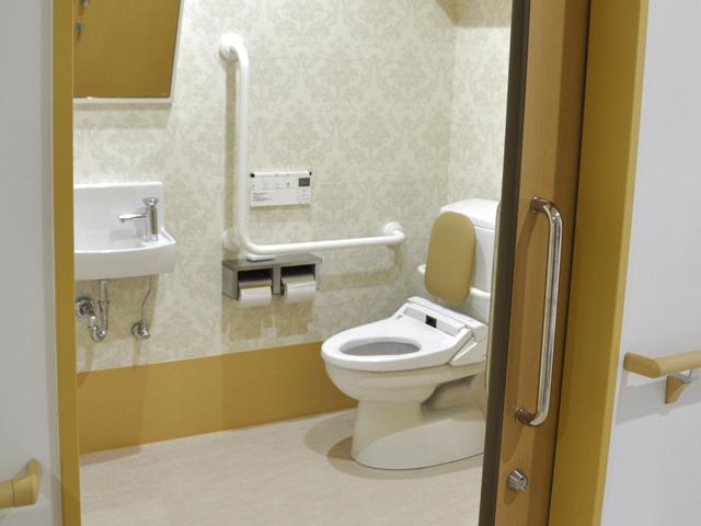 広く設計されたトイレは、とても使いやすいです