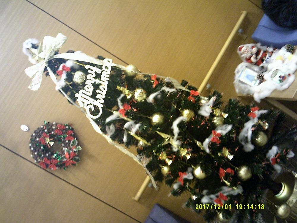 クリスマスツリーが皆さんをお出迎え。