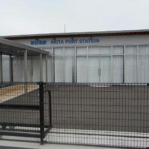 こちらは駅舎!立派な作りですね。